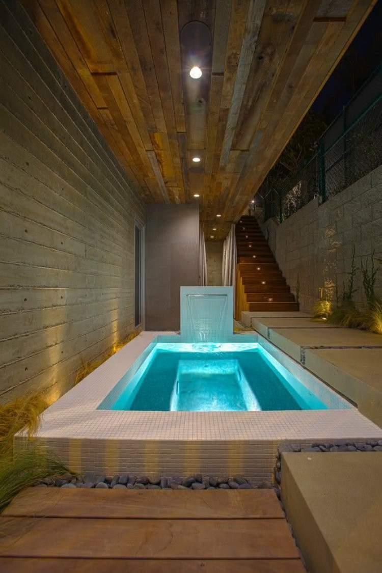 As piscinas pequenas podem ser facilmente encaixadas em áreas cobertas