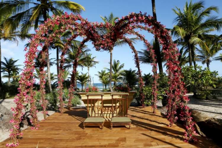 Melhores Flores para casamento na praia: Astromélia