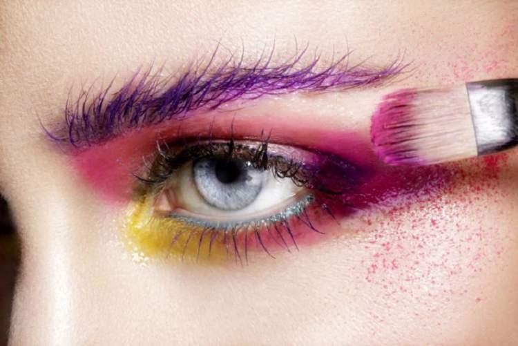 Aprenda fixar a sombra na maquiagem