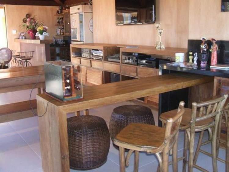 Balcão de cozinha feito de madeira