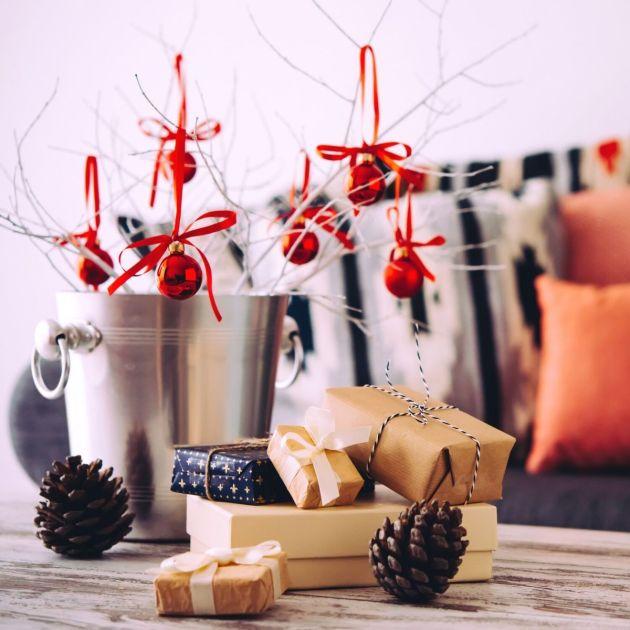 Decoração de Natal com galhos secos