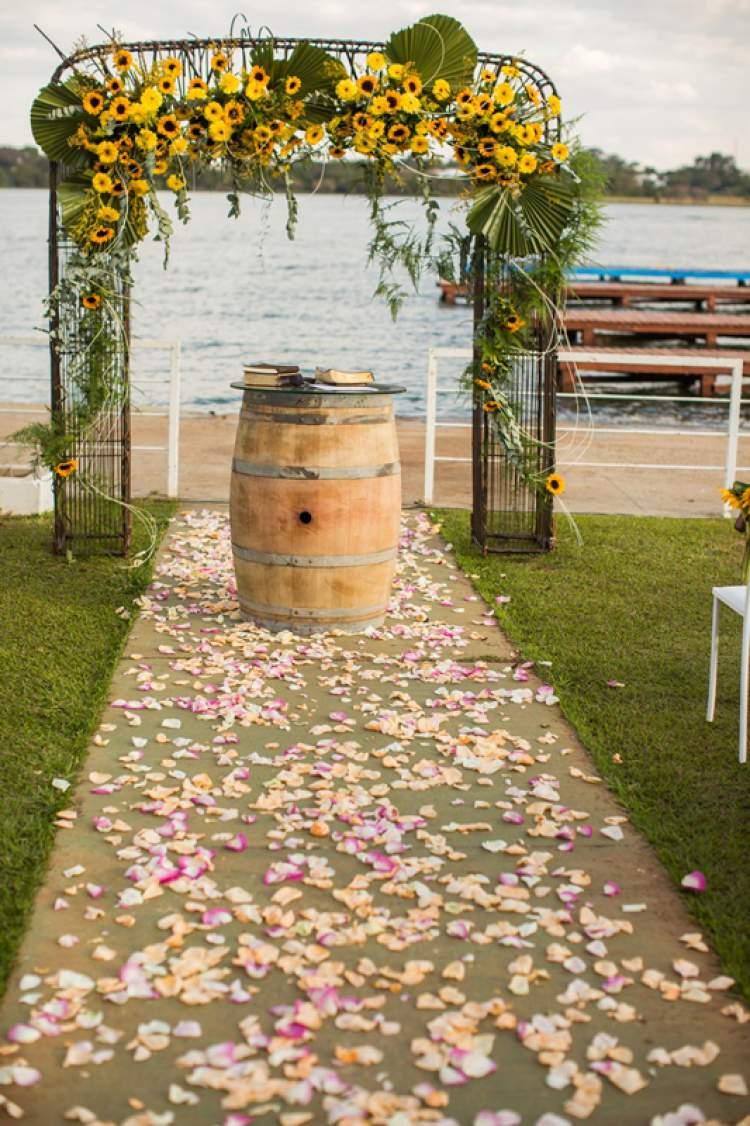 Margaridas na decoração de casamento na praia