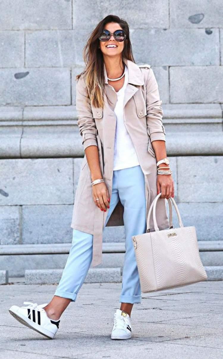 Mulher magra e alta com bolsa grande