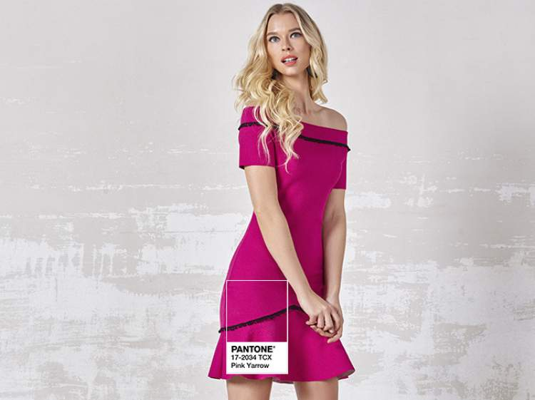 Vestido na cor tendência do verão 2018: Pink Yarrow