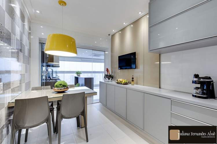 Foto de cozinha decorada e iluminada