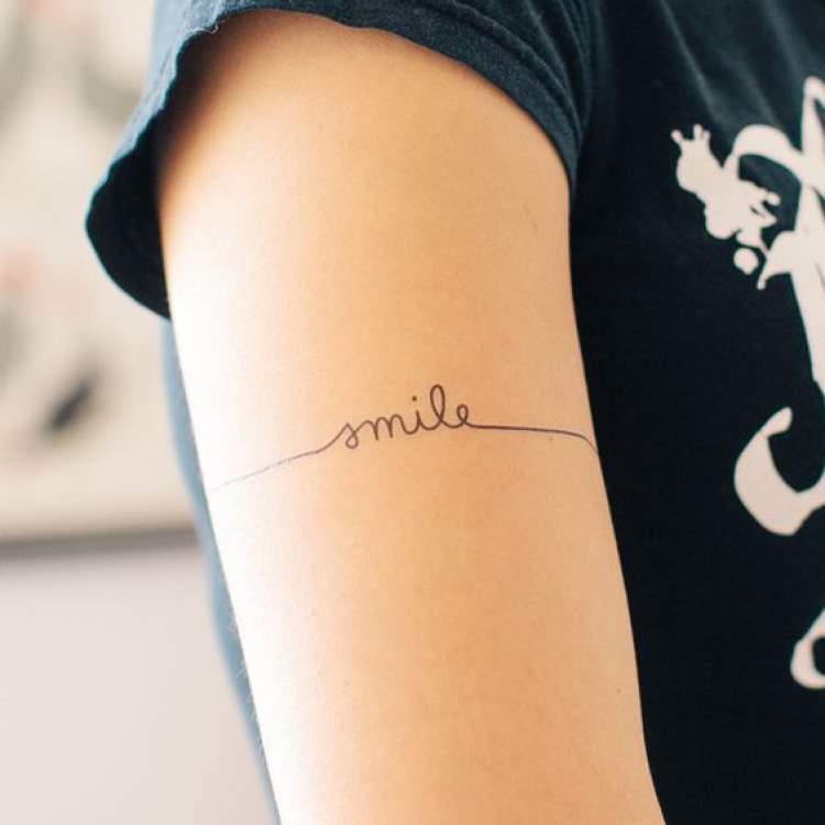 Frase como tatuagem delicada