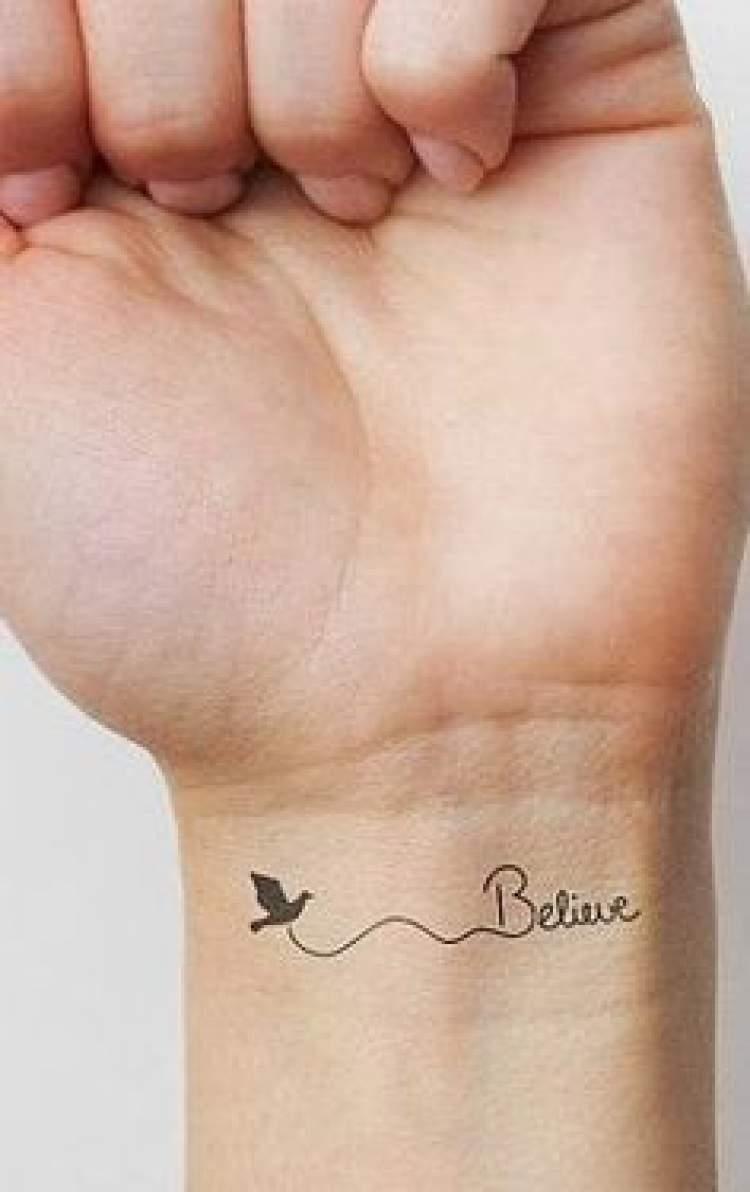 Nome tatuado no punho