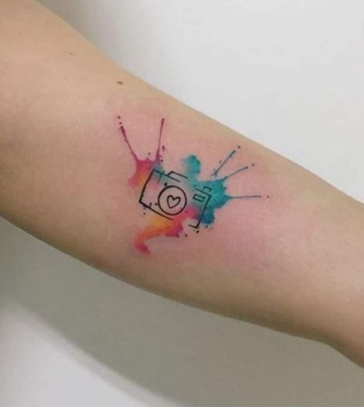 Tatuagem delicada com inspiração na profissão