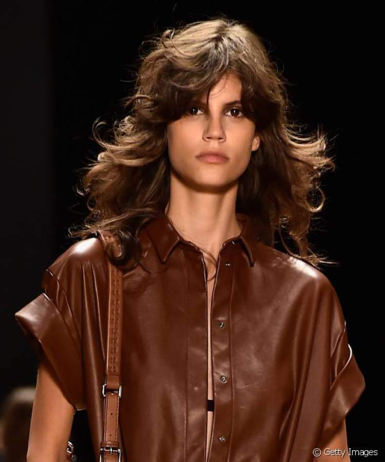 Corte Swag é uma das ideias de cortes de cabelo longo