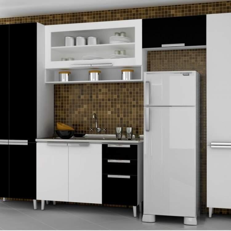 Uma forma de aproveitar ao máximo a sua cozinha, mesmo que ela seja pequena, é com armários inteligentes.