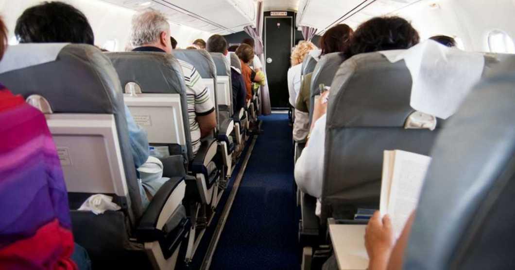 Viagens aéreas podem afetar a pele, lábios e olhos