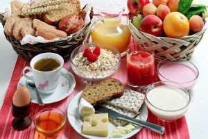 alimentos essenciais para um café da manhã saudável e nutritivo