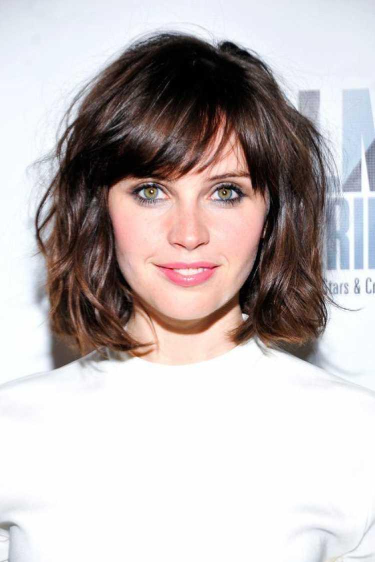 Corte de cabelo feminino com franja