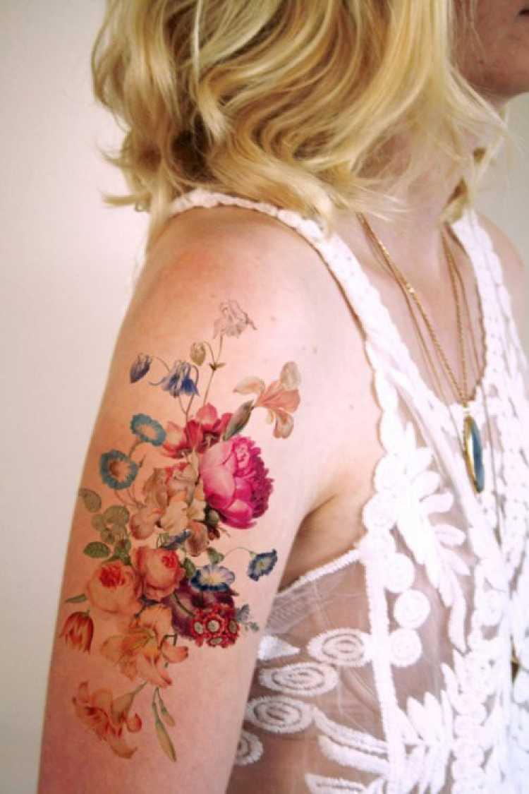 Tatoo feminina no braço