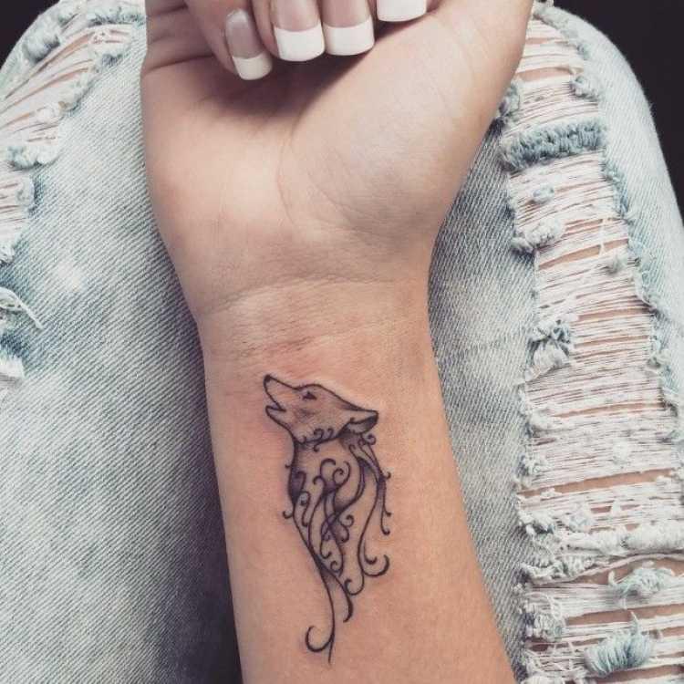 Tatuagem delicada no punho