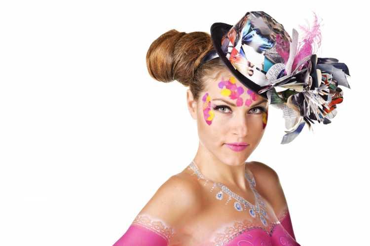 cartola enfeitada é um dos acessórios de cabelo para carnaval