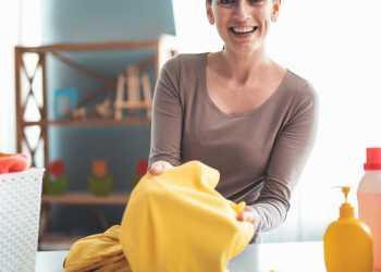 Como tirar mancha de mofo da roupa