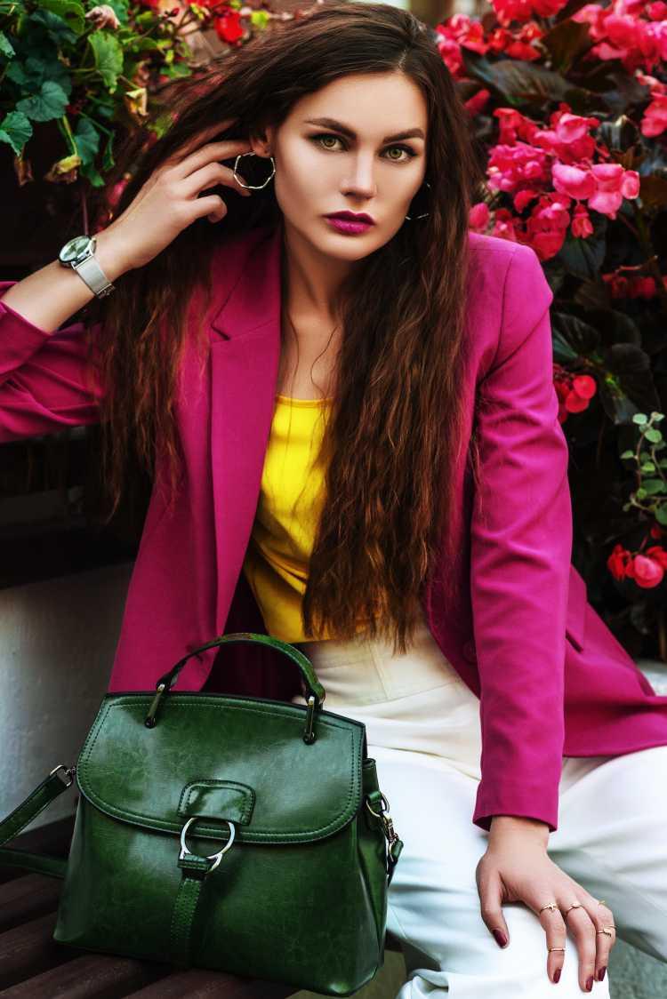 Looks com Mix de Cores com rosa, amarelo, verde e branco