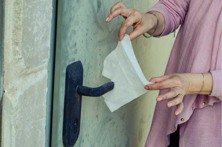 Maçanetas é um dos objetos de casa que são muito sujos