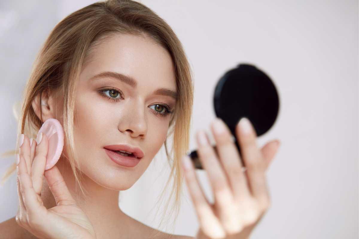 Dicas para evitar os erros de maquiagem que envelhecem o rosto