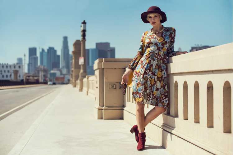 vestido estilo boho com bota