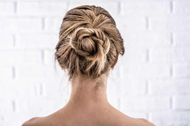 Penteados para mãe da noiva coque soltinho