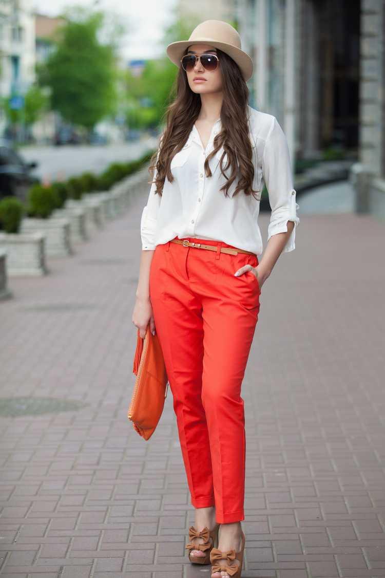 calça laranja é uma das tendências de inverno 2019