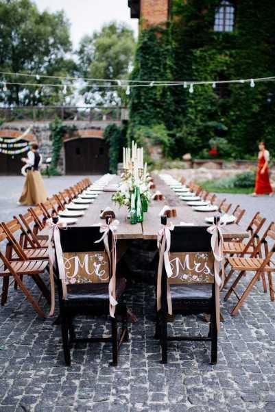 casamento simples decoração de cadeiras
