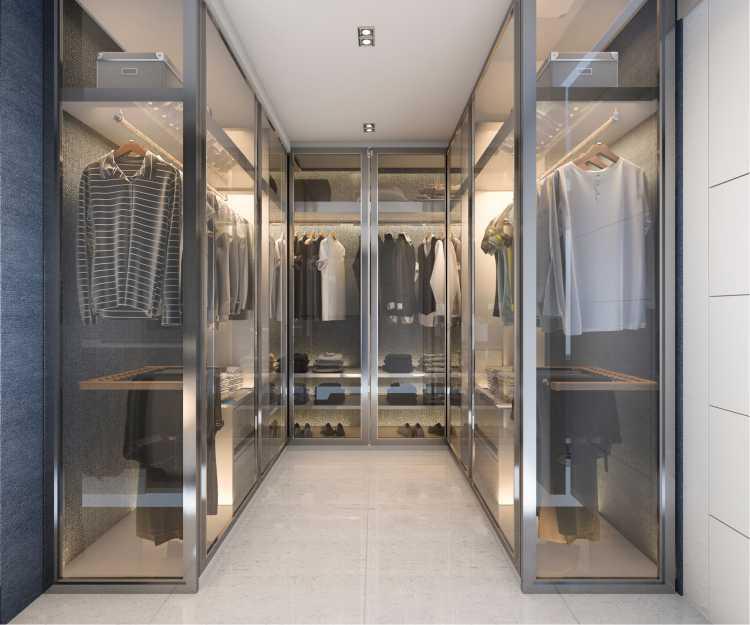 closet com armários de vidro