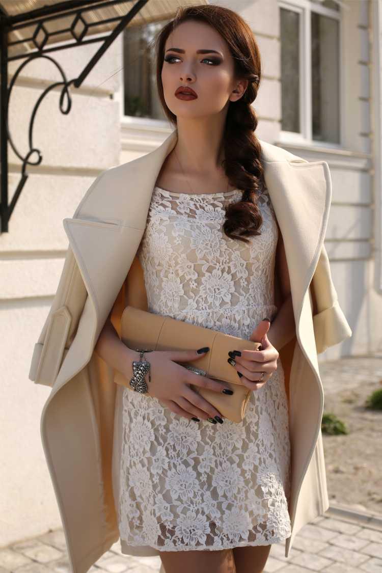 look com vestido de renda e blazer