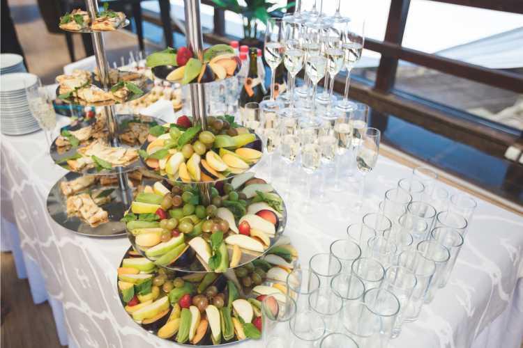 mesa de frutas criativa
