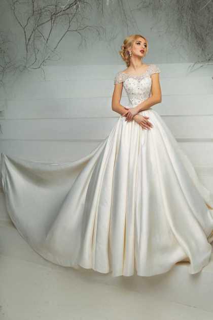 vestido de cetim rodado com cropped bordado