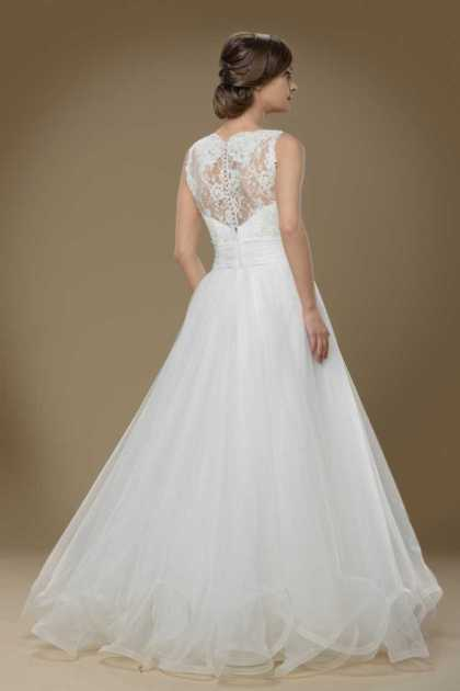 vestido de noiva com bordado nas costas