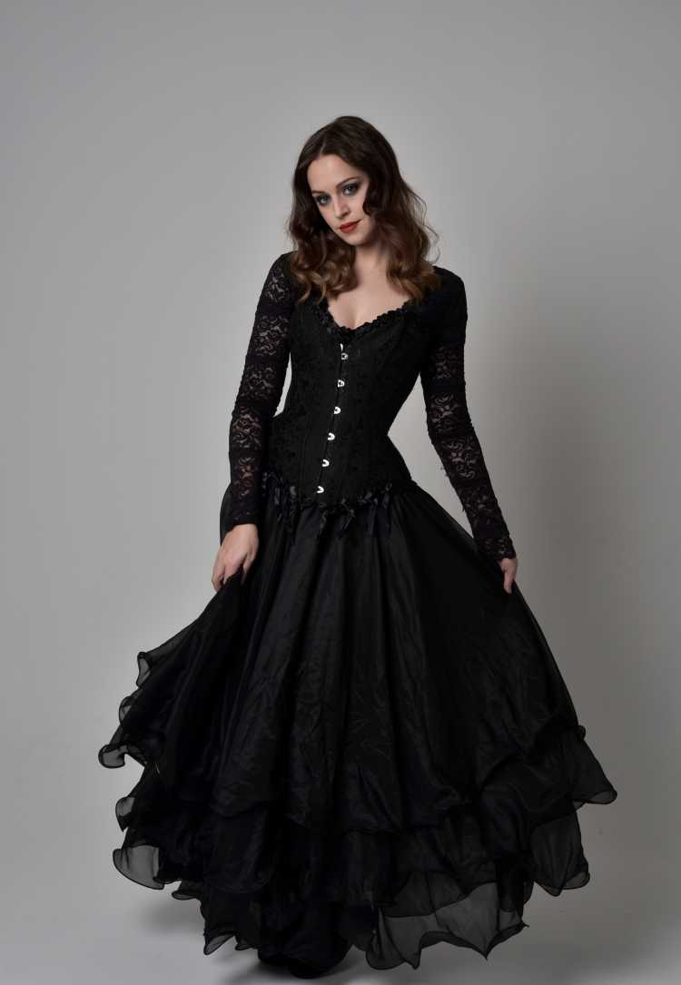 vestido de renda preto com saia rodada