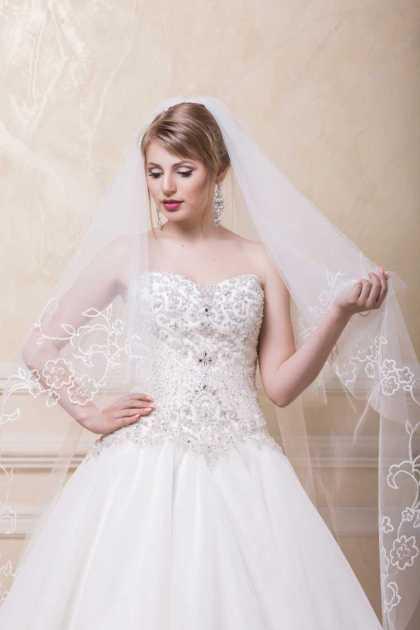 véu ideal para um vestido de noiva perfeito com cropped bordado