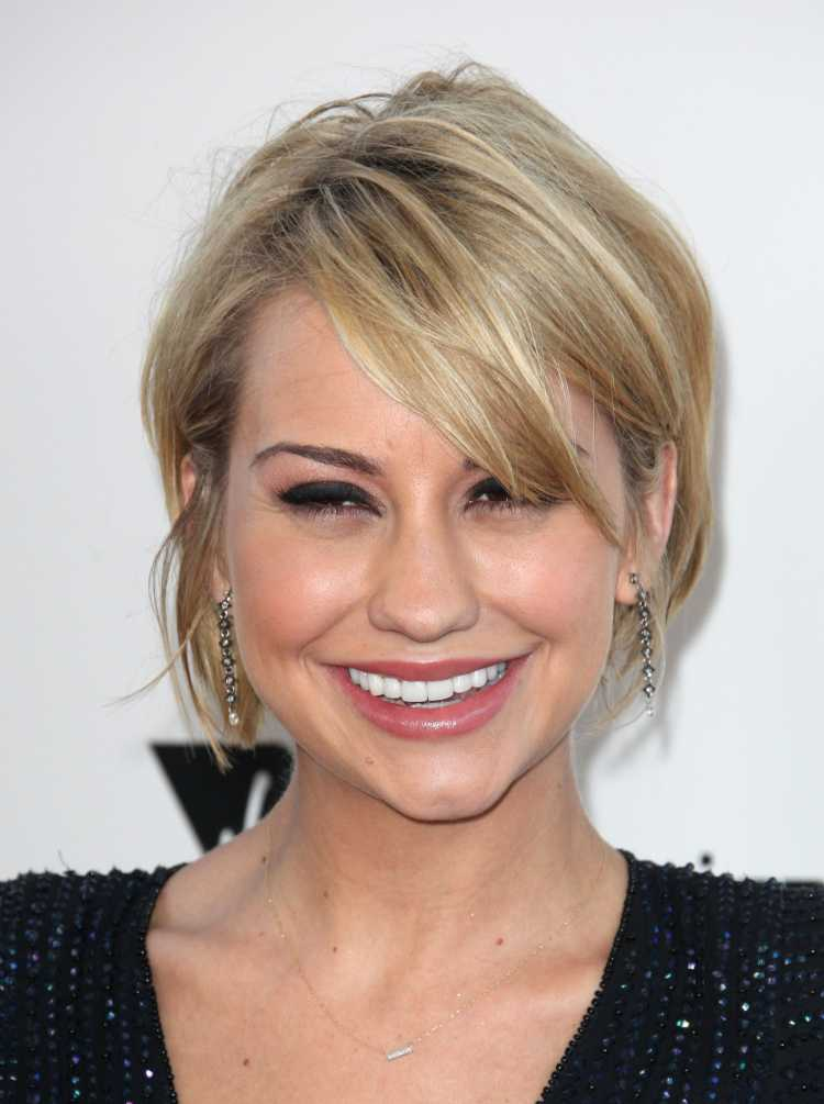 cabelo pixie com franja lateral