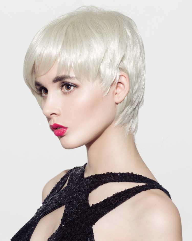 corte de cabelo pixie loiro platinado