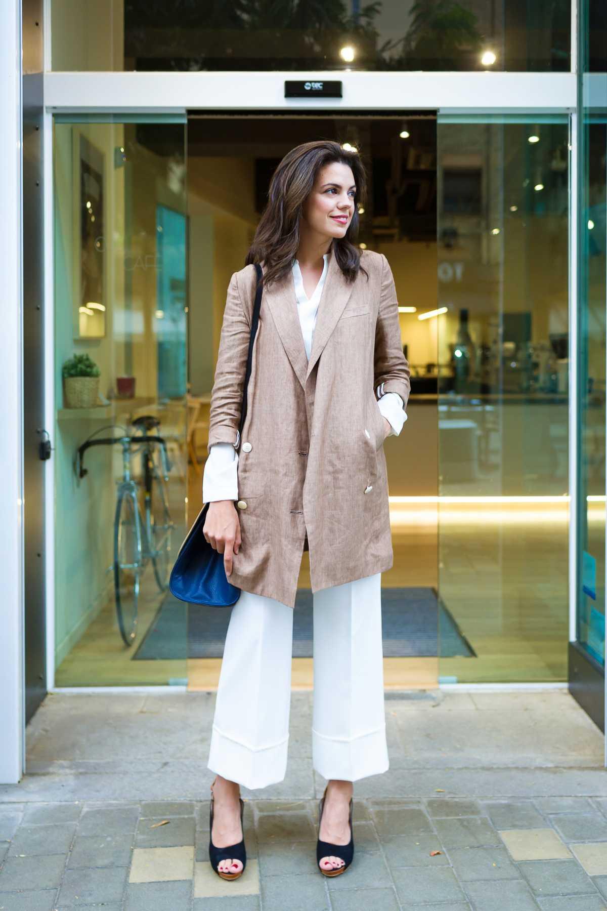 produção com pantacourt branca e casaco