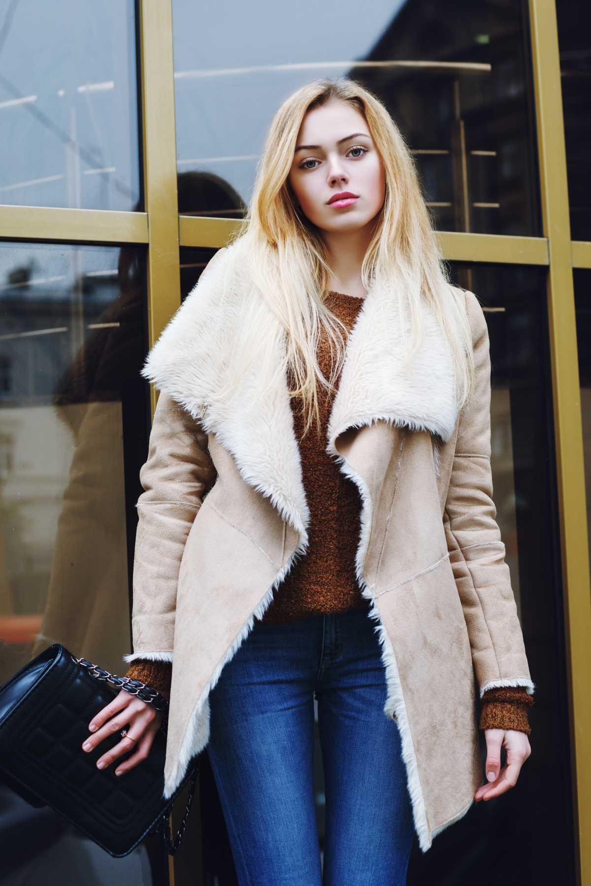 casaco de pele fake é uma das tendências deste inverno
