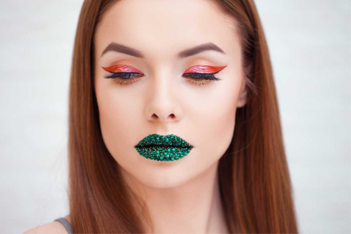 maquiagem com delineado gloss vermelho