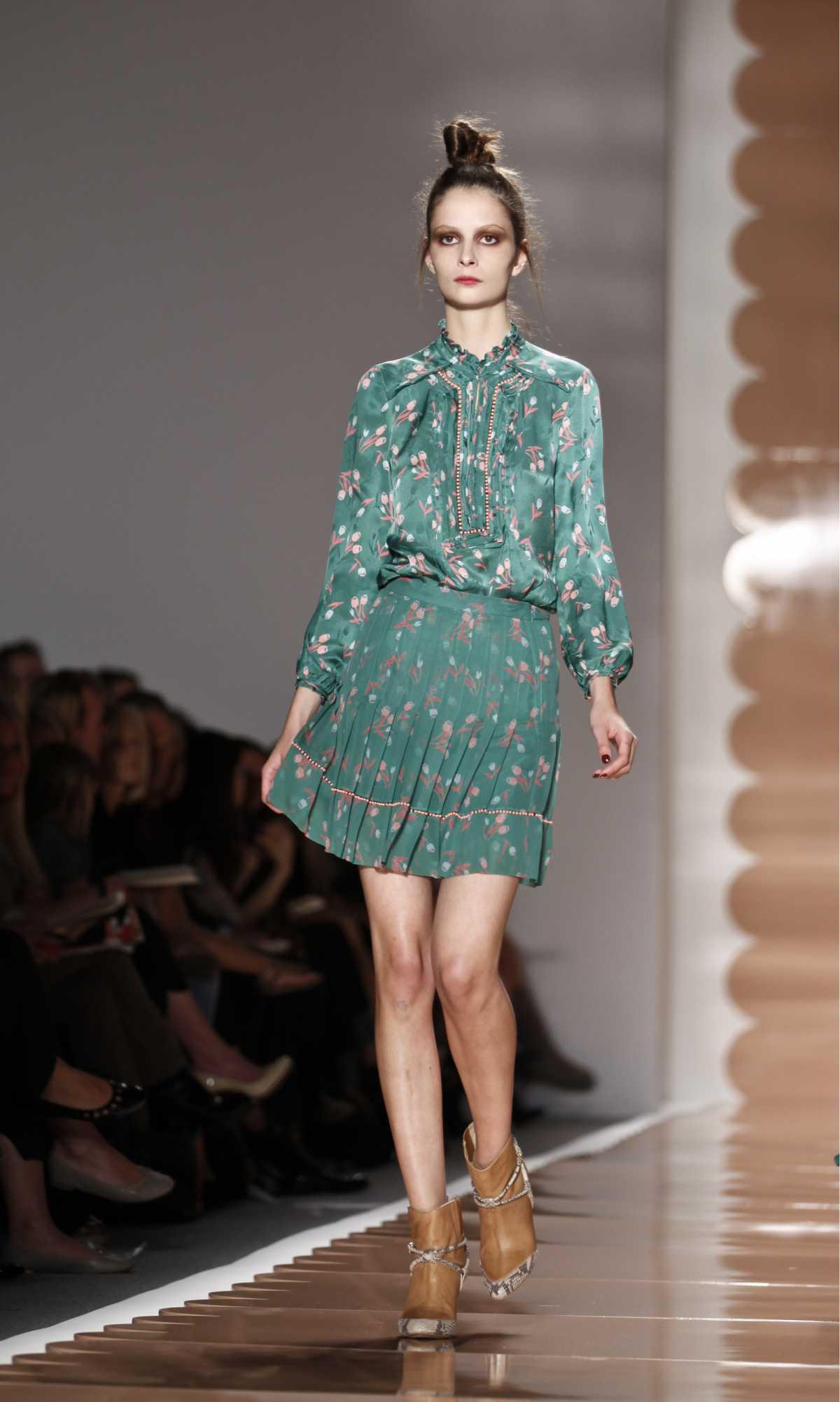 vestido floral verde evasê