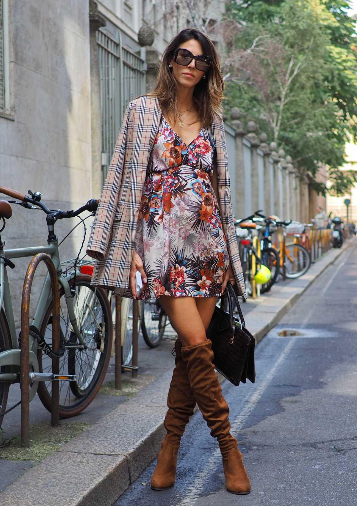 vestido floral com blazer