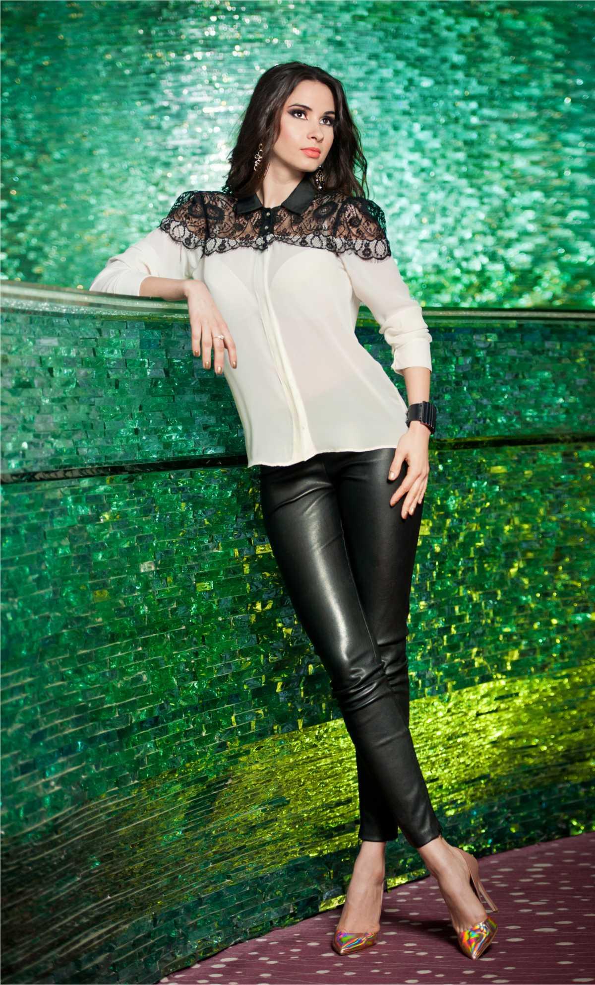 look básico com calça de couro preta