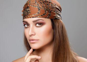 Como usar bandana para compor o look - [Foto: Canva]