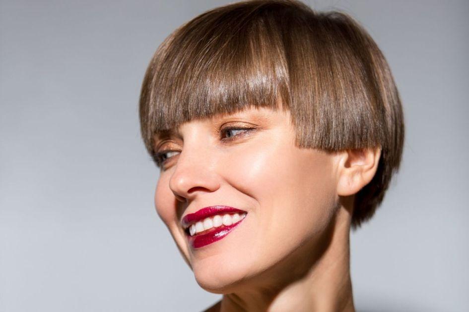 Mulher com o cabelo curto - Foto: Canva