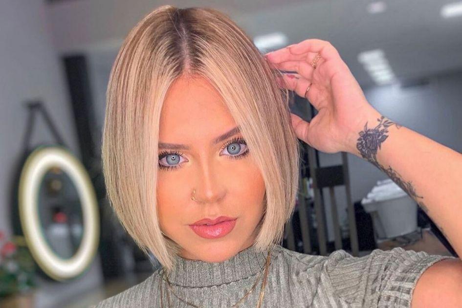 Jovem mulher loira com corte de cabelo Chanel