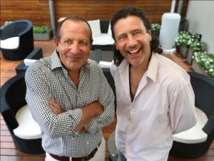 Carlos Baccetti, izquierda, y Darío Straschnoy hablan durante una entrevista para presentar su nuevo emprendimiento conjunto en Buenos Aires, Argentina, Jueves 9 de Enero de 2014. Foto Daniel Jayo