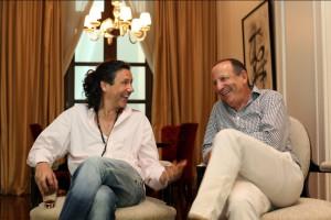 Carlos Baccetti, izquierda, y Dar?o Straschnoy hablan durante una entrevista para presentar su nuevo emprendimiento conjunto en Buenos Aires, Argentina, Jueves 9 de Enero de 2014.