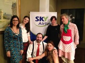 Andrea Jans, Gerente General de SKY Airline, junto al elenco de 'Baba Ghanousch'