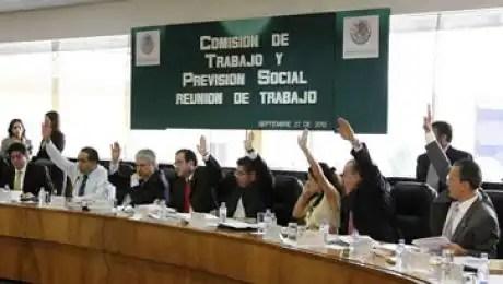 Aprueban reforma laboral con voto mayoritario priísta